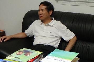 Dr. Yan at work